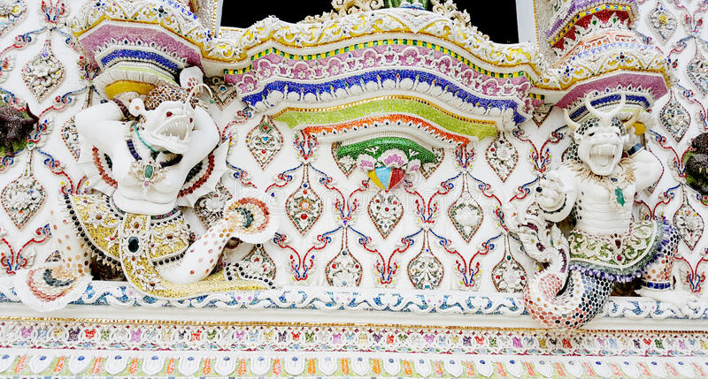 Ταϊλανδικό ύφος του μυθολογικού πιθήκου κάτω από το παράθυρο temp στοκ εικόνα