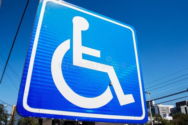 Τα άτομα με ειδικές ανάγκες παρεμποδίζουν το σημάδι στοκ εικόνα με δικαίωμα ελεύθερης χρήσης