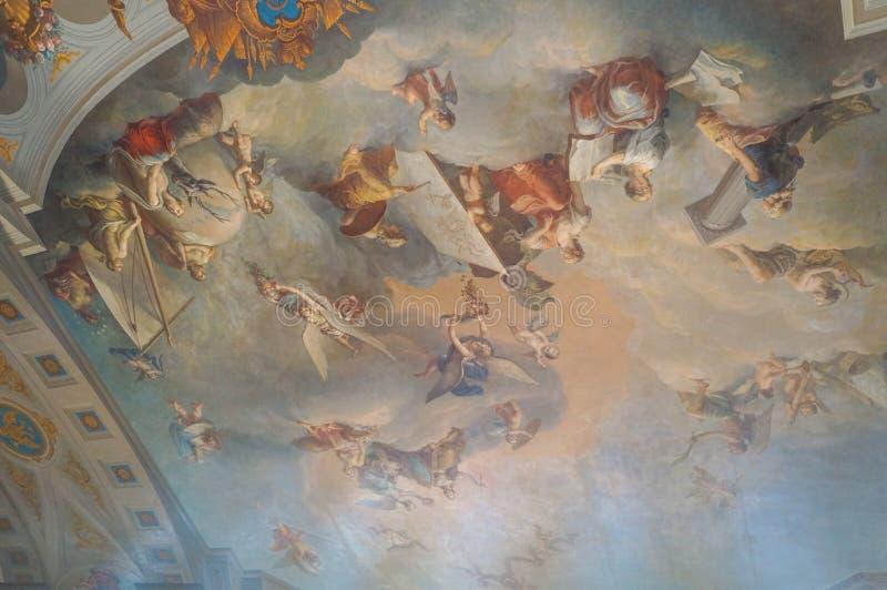 Τα έργα ζωγραφικής στο ανώτατο όριο σε ένα από τα δωμάτια του παλατιού της Catherine s σε Pushkino στη Αγία Πετρούπολη στοκ φωτογραφία με δικαίωμα ελεύθερης χρήσης