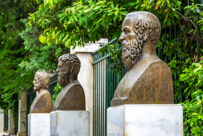 Τα αγάλματα των τριών ελληνικών τραγικών ποιητών, του Euripides, του Sophocles και του Aeschylus στοκ εικόνες με δικαίωμα ελεύθερης χρήσης