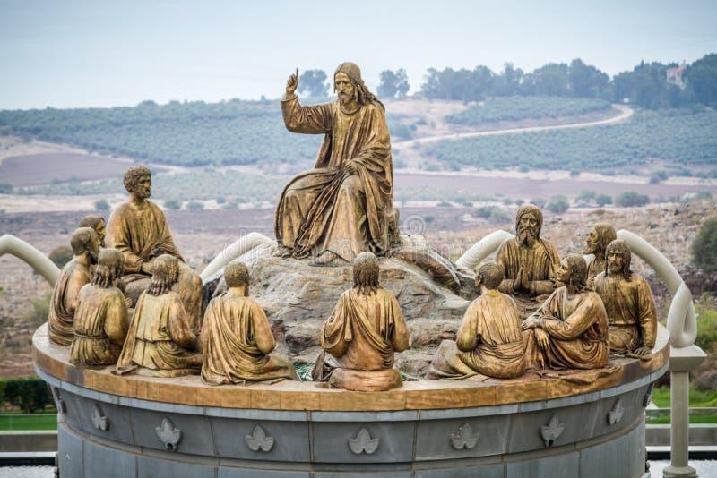 Τα αγάλματα Ιησού και δώδεκα αποστόλων, Domus Galilaeae στο Ισραήλ στοκ εικόνες