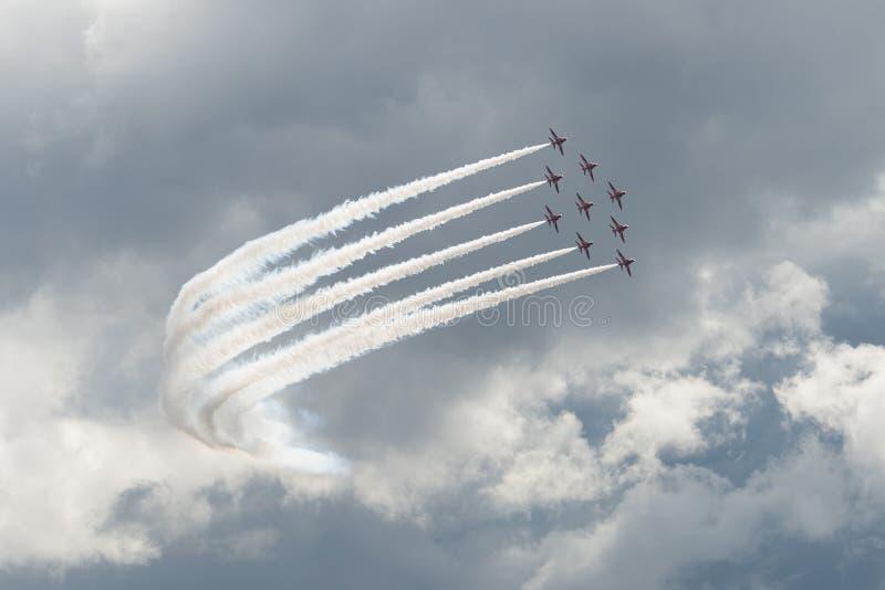Τα αεριωθούμενα αεροπλάνα T1 γερακιών στον αέρα παρουσιάζουν στοκ εικόνα με δικαίωμα ελεύθερης χρήσης