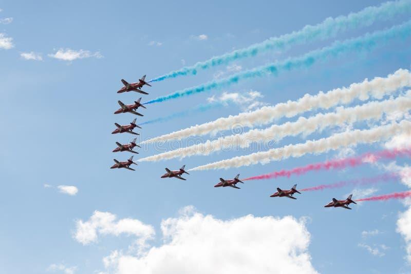 Τα αεριωθούμενα αεροπλάνα T1 γερακιών στον αέρα παρουσιάζουν στοκ εικόνα