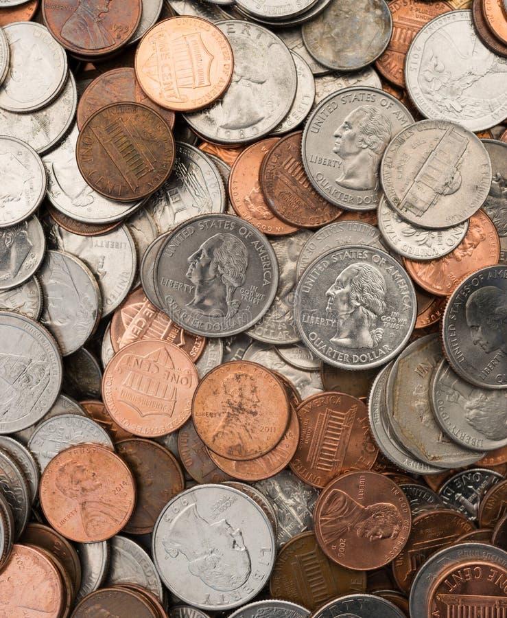 Τα αμερικανικά νομίσματα νομίσματος δολαρίων βάζουν τις επίπεδες πένες επινικελώνουν τις δεκάρες τετάρτων στοκ φωτογραφία