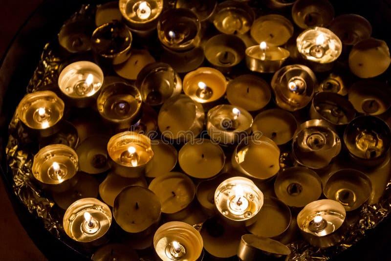 Τα αναμμένα κεριά στη βασιλική Annunciation, Ναζαρέτ στοκ εικόνα