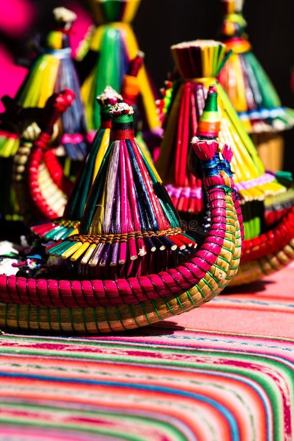 Τα αναμνηστικά από τα επιπλέοντα νησιά της λίμνης Titicaca Puno Περού Νότια Αμερική στοκ φωτογραφίες με δικαίωμα ελεύθερης χρήσης