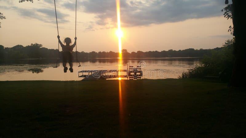 Ταλαντεμένος ηλιοβασίλεμα στοκ φωτογραφίες