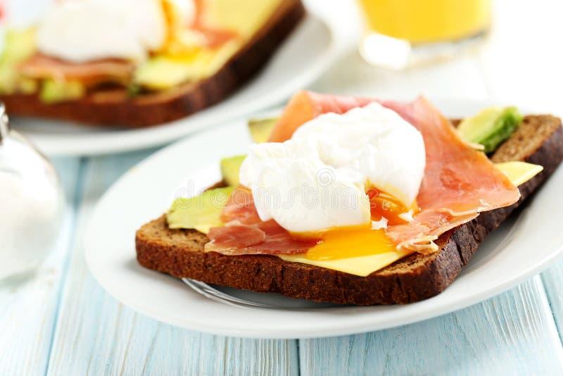 τα αυγά κυνήγησαν λαθραί&alph στοκ εικόνα