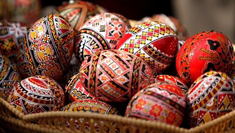 τα αυγά Πάσχας χρωμάτισαν τα ρουμάνικα στοκ φωτογραφία με δικαίωμα ελεύθερης χρήσης