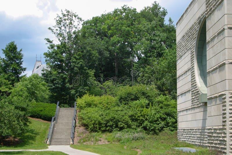 Τα βήματα στο δρόμο πύργων από την αίθουσα Ives στοκ φωτογραφία με δικαίωμα ελεύθερης χρήσης