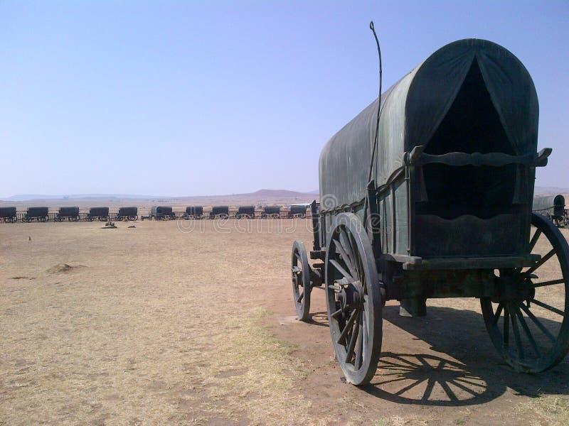 Τα βαγόνια εμπορευμάτων σε μια επίδειξη κύκλων στρατοπεδεύουν πριν από πολλά χρόνια στοκ φωτογραφία