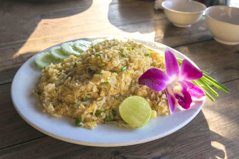 Τα βαλμένα φωτιά καβούρι ταϊλανδικά τρόφιμα ρυζιού στοκ εικόνα