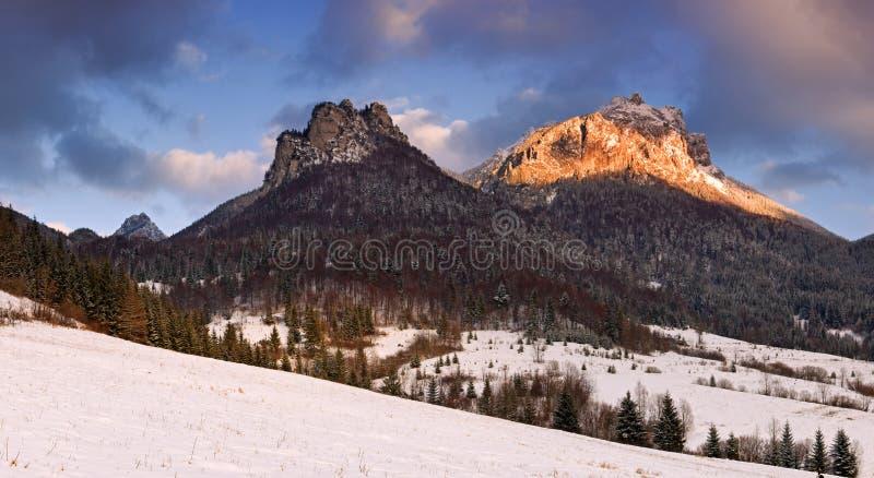 Download τα βουνά ονομάζουν το μέγ&iot Στοκ Εικόνες - εικόνα από αναρριχηθείτε, οικολογία: 13183930