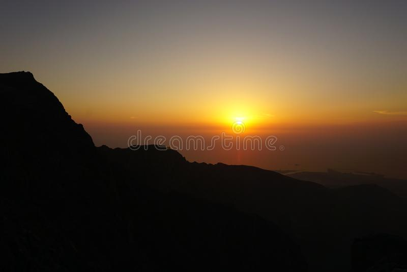 Τα βουνά Περσικός Κόλπος Ηλιοβασίλεμα στοκ φωτογραφία με δικαίωμα ελεύθερης χρήσης