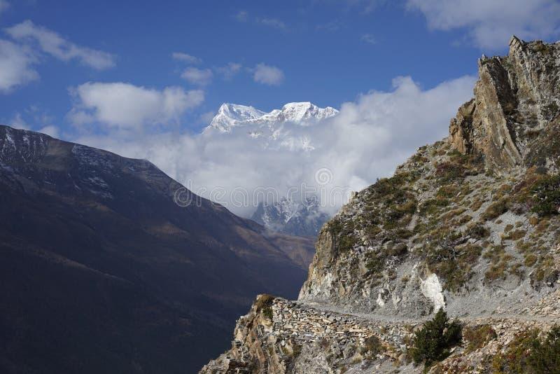 Τα βουνά στο κύκλωμα Annapurana στοκ εικόνα με δικαίωμα ελεύθερης χρήσης