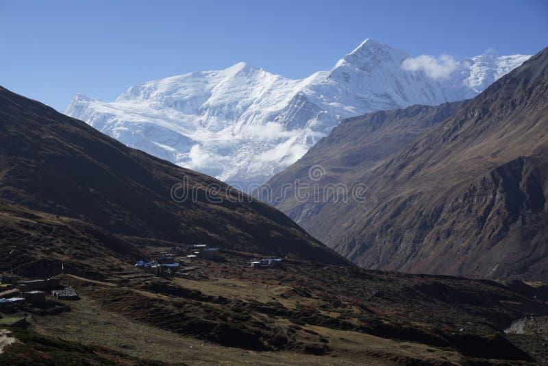 Τα βουνά στο κύκλωμα Annapurana στοκ εικόνες