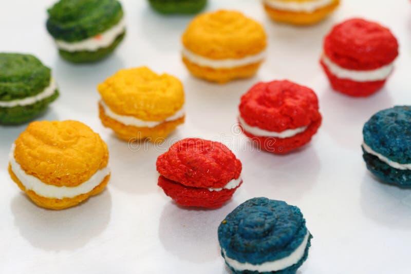 Τα γαλλικά κέικ αμυγδάλων στοκ φωτογραφίες