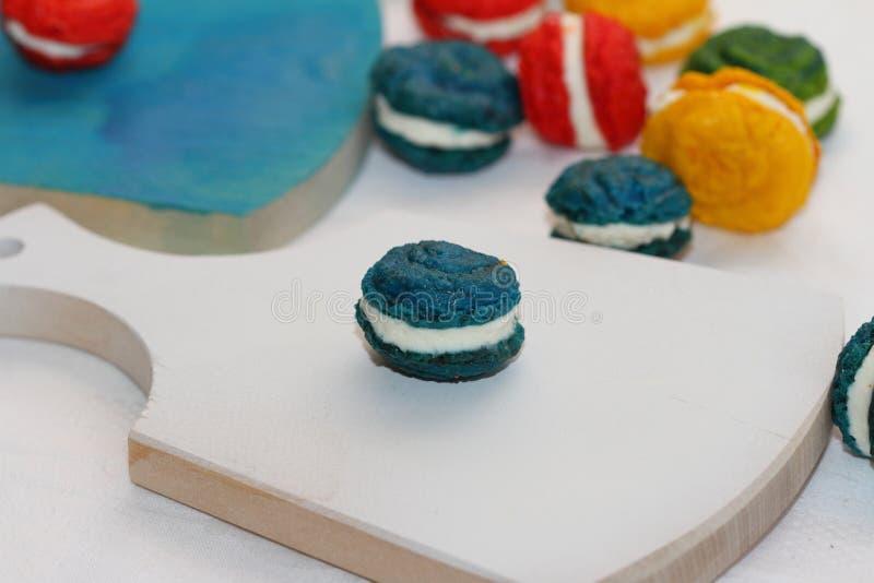 Τα γαλλικά κέικ αμυγδάλων στοκ εικόνα