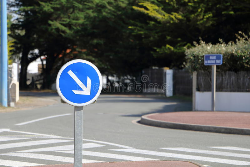 Τα γαλλικά κρατούν δεξιά το σημάδι στοκ φωτογραφίες με δικαίωμα ελεύθερης χρήσης