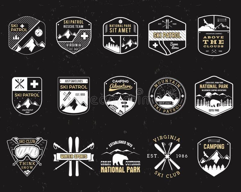 Τα γραμματόσημα για στρατοπεδεύουν υπαίθρια Διαφορετικά μπάλωμα και διακριτικά ύφους τουρισμού hipster Έμβλημα αποστολής Σκι χειμ ελεύθερη απεικόνιση δικαιώματος