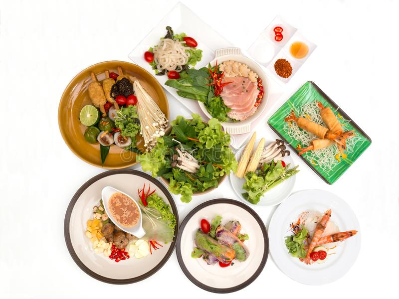 Τα διάφορα βιετναμέζικα τρόφιμα τακτοποιούν από τη τοπ άποψη στοκ εικόνες