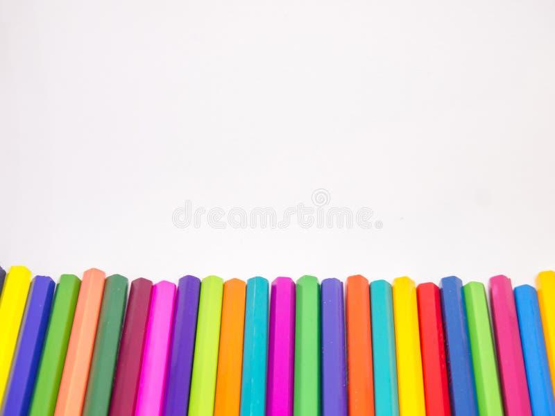 Τα διαφορετικά μολύβια χρώματος τοποθετούνται στοκ φωτογραφίες
