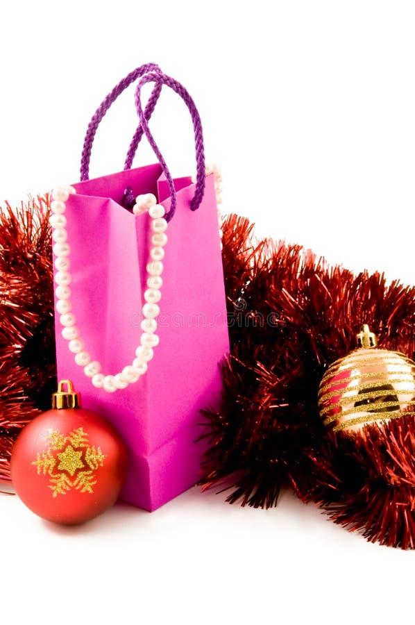 τα δώρα Χριστουγέννων παρουσιάζουν τη γυναίκα στοκ εικόνα