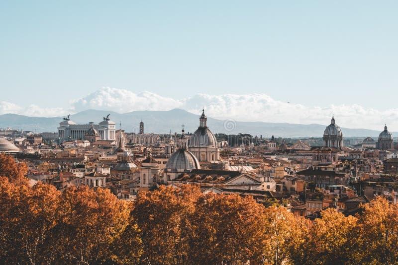 Τα εικονικά κτήρια της Ρώμης που πυροβολούνται κατά τη διάρκεια ενός studytrip στοκ φωτογραφίες με δικαίωμα ελεύθερης χρήσης