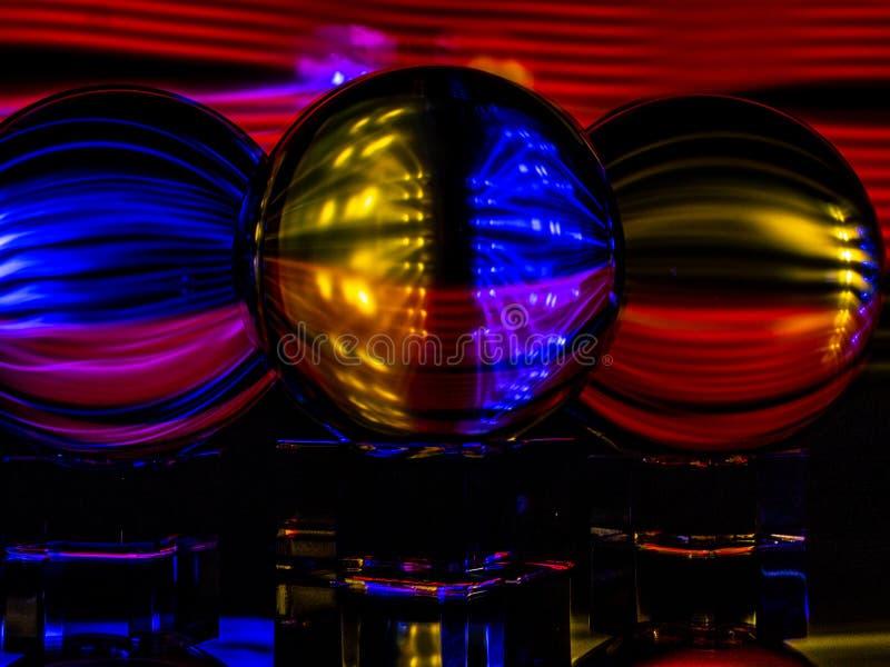 Τα ελαφρύ πηκτώματα, Lensballs, και τα φω'τα των οδηγήσεων κάνουν για μια ενδιαφέρουσα αφηρημένη αντανακλαστική εικόνα στοκ εικόνα με δικαίωμα ελεύθερης χρήσης