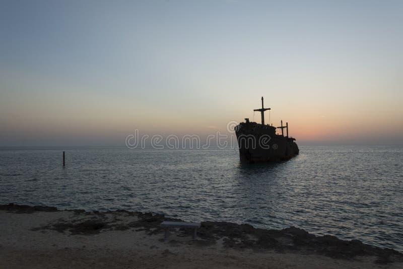 Τα ελληνικά συντρίμμια σκαφών στο νησί kish στοκ φωτογραφία