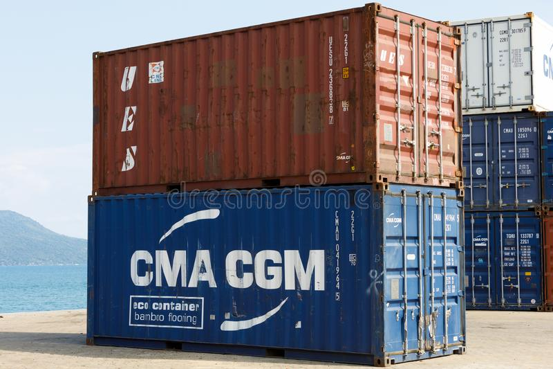 Τα εμπορευματοκιβώτια σκαφών στο λιμένα αδιάκριτου είναι, Μαδαγασκάρη στοκ φωτογραφία με δικαίωμα ελεύθερης χρήσης