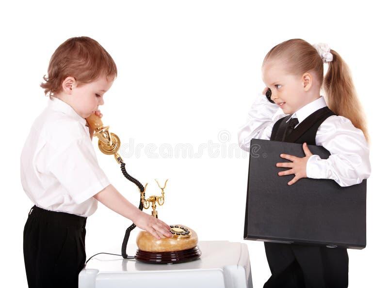 τα επιχειρησιακά παιδιά ταιριάζουν το τηλέφωνο στοκ εικόνες