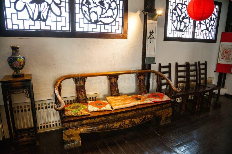 Τα εσωτερικά δωμάτια παραδοσιακού κινέζικου, κινεζικά έπιπλα στοκ εικόνες