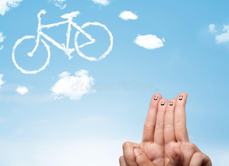 Τα ευτυχή δάχτυλα smiley που εξετάζουν ένα ποδήλατο το σύννεφο στοκ φωτογραφία