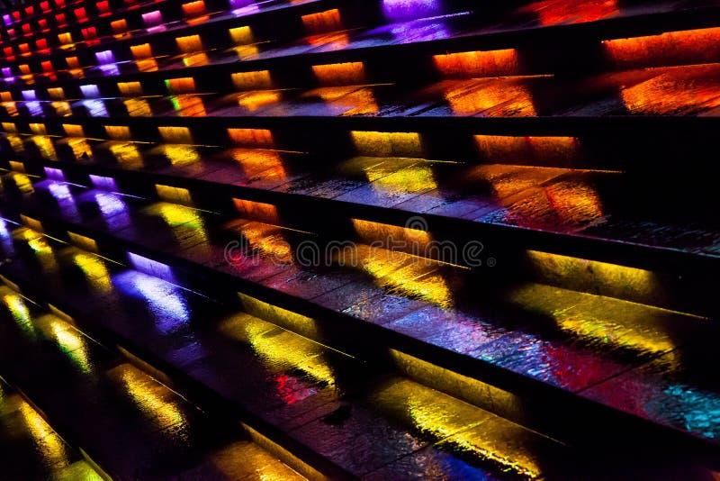 Τα ζωηρόχρωμα βήματα στοκ εικόνες