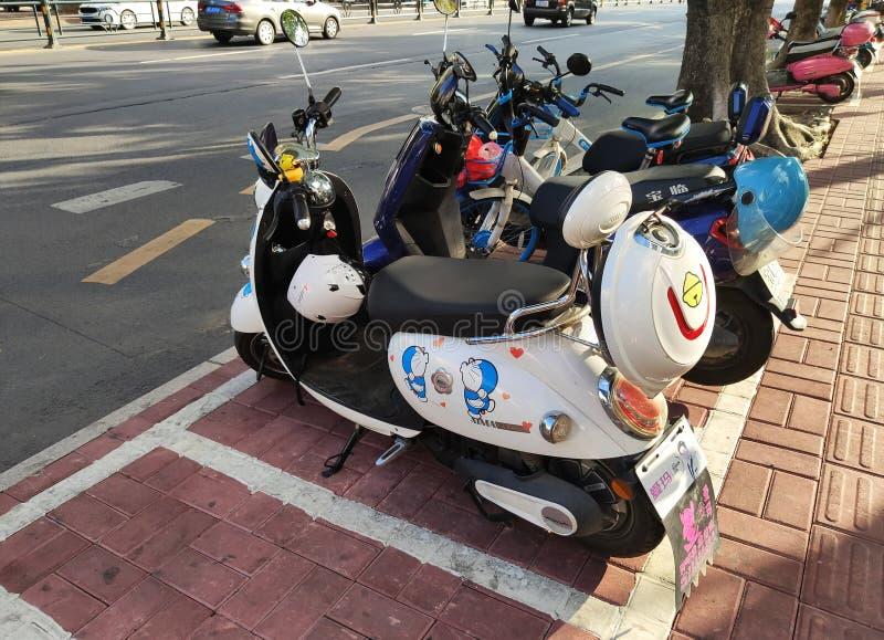 Τα ηλεκτρο μοτοποδήλατα είναι όμορφα στο Hainan στοκ φωτογραφία με δικαίωμα ελεύθερης χρήσης