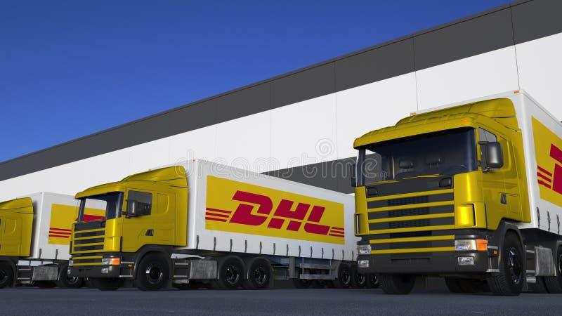 Τα ημι φορτηγά φορτίου με DHL εκφράζουν τη φόρτωση ή την εκφόρτωση λογότυπων στην αποβάθρα αποθηκών εμπορευμάτων Εκδοτική τρισδιά ελεύθερη απεικόνιση δικαιώματος