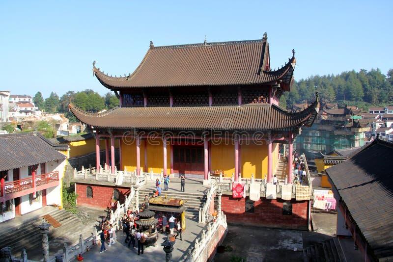 Τα διάσημα βουνά του κινεζικού βουδισμού jiuhuashan στοκ εικόνα