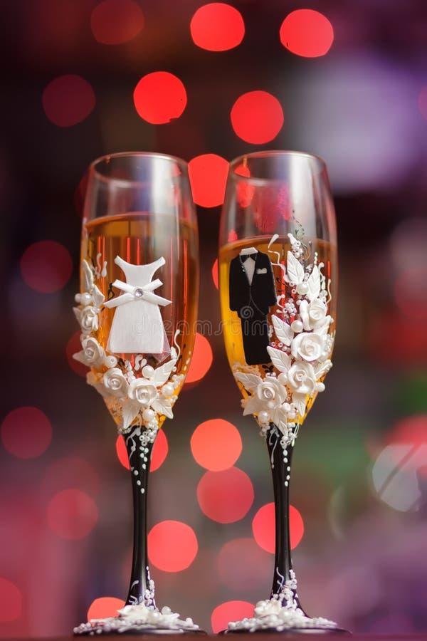 Τα διακοσμημένα γαμήλια γυαλιά στοκ φωτογραφία με δικαίωμα ελεύθερης χρήσης
