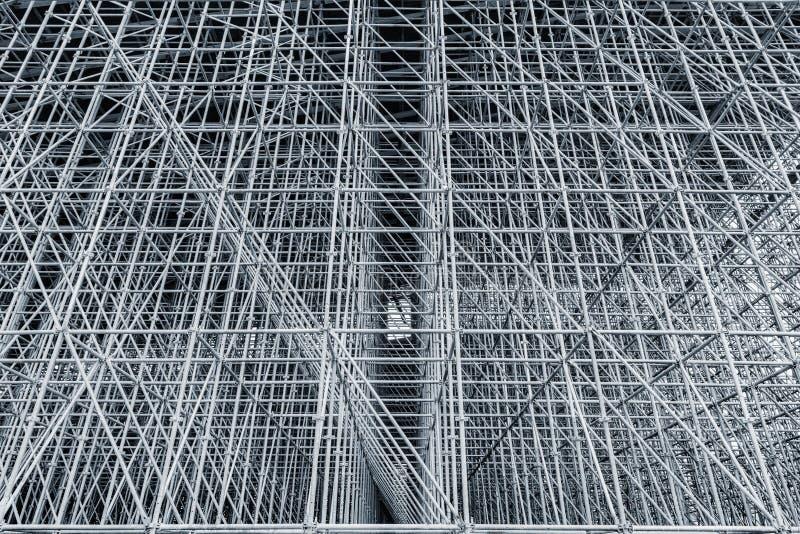 Τα κάθετα υλικά σκαλωσιάς διαμόρφωσαν μια μυριάδα του πλέγματος στοκ φωτογραφία με δικαίωμα ελεύθερης χρήσης