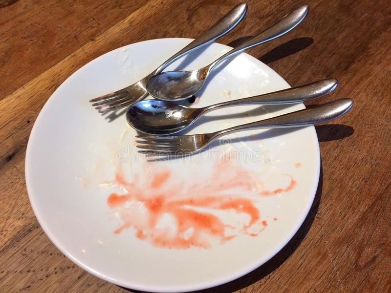 Τα κενά πιάτα είναι μια τέλεια επευφημία στοκ φωτογραφία με δικαίωμα ελεύθερης χρήσης