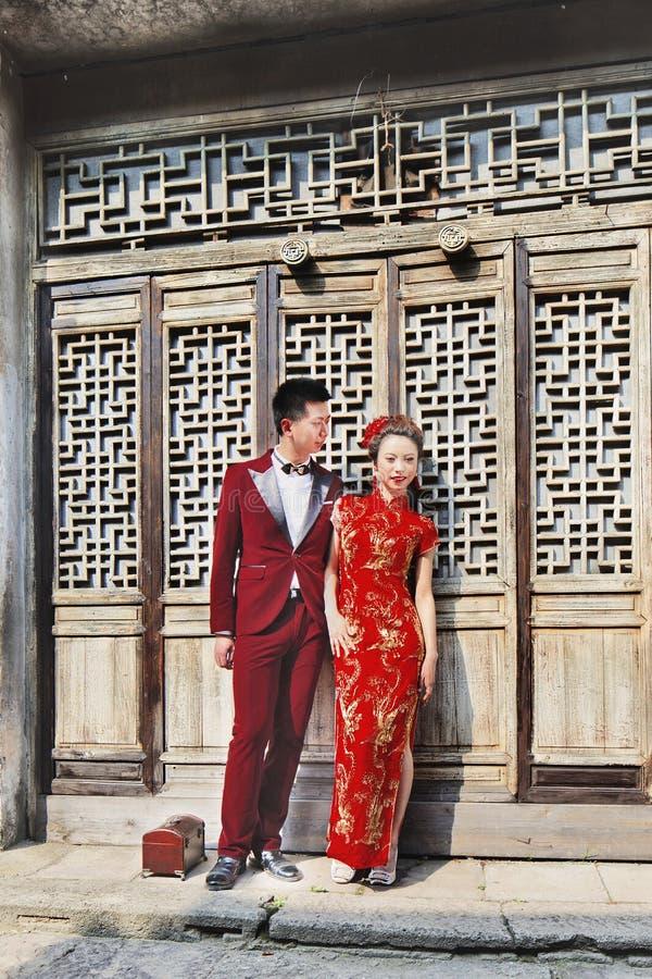 Τα κινεζικά πρότυπα θέτουν για το γαμήλιο βλαστό, Hengdian, Κίνα στοκ φωτογραφίες