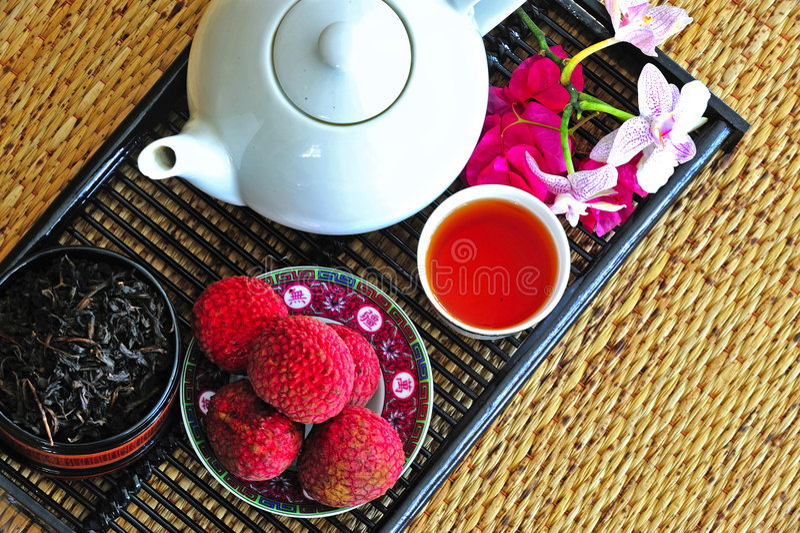τα κινεζικά litchees που τίθενται το τσάι στοκ εικόνες