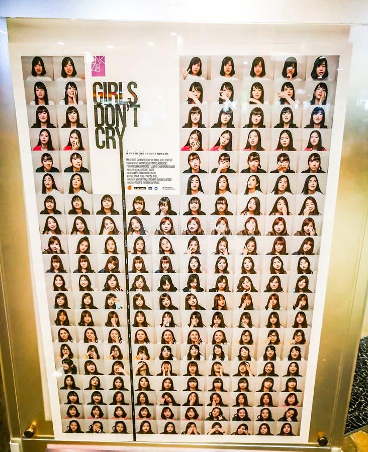 Τα κορίτσια φορούν την αφίσα κραυγής ` τ που ο αποδεικτικός κινηματογράφος BNK48, είναι μια ταϊλανδική ομάδα ειδώλων τραγουδιστών στοκ φωτογραφίες με δικαίωμα ελεύθερης χρήσης