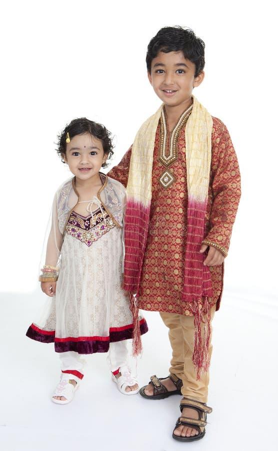 τα κοστούμια παρουσιάζουν τους ινδικούς αμφιθαλείς παραδοσιακούς στοκ φωτογραφίες με δικαίωμα ελεύθερης χρήσης
