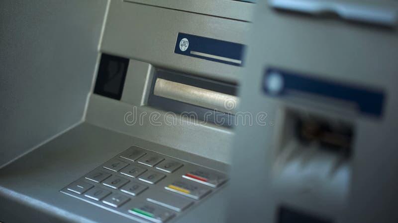 Τα κουμπιά στο ATM, κλείνουν επάνω της αυτοματοποιημένης μηχανής αφηγητών, ασφαλής απόσυρση χρημάτων στοκ φωτογραφία