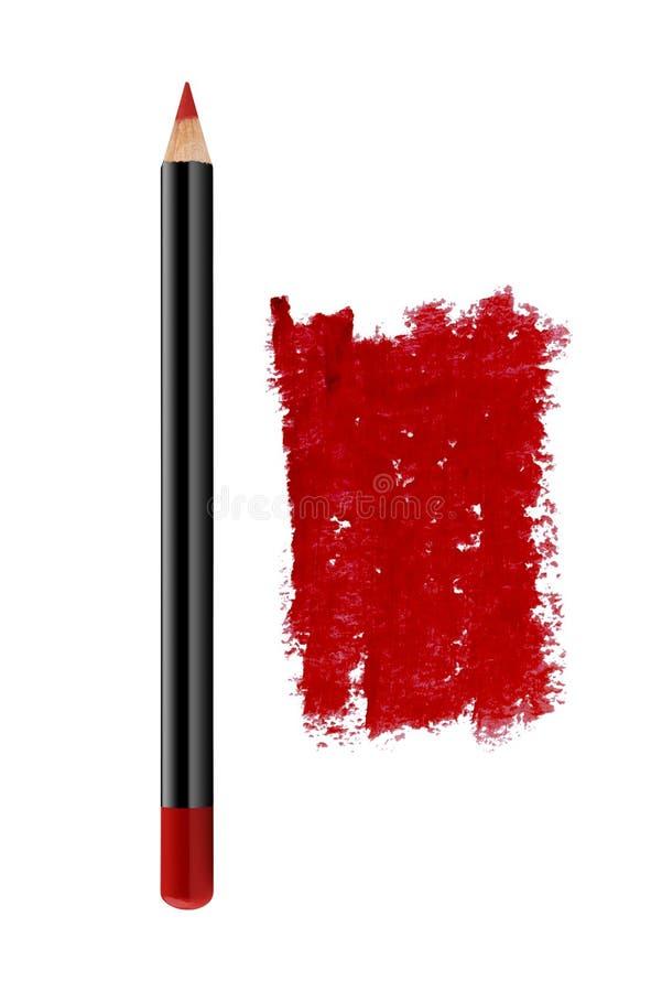 Τα κόκκινα χείλια περιγράφουν το καλλυντικό μολύβι με το δείγμα κτυπήματος χρώματος, προϊόν ομορφιάς που απομονώνεται στο άσπρο υ στοκ εικόνα