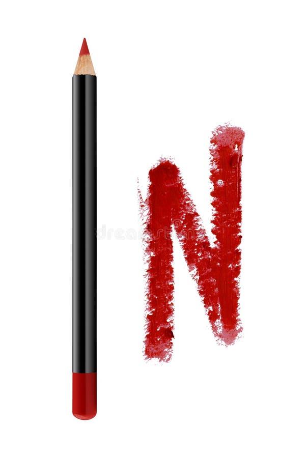 Τα κόκκινα χείλια περιγράφουν το καλλυντικό μολύβι με το δείγμα κτυπήματος χρώματος, προϊόν ομορφιάς που απομονώνεται στο άσπρο υ στοκ εικόνες με δικαίωμα ελεύθερης χρήσης