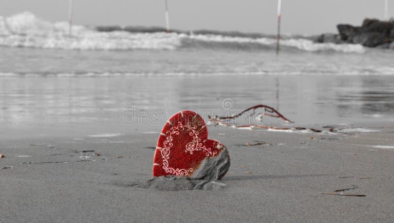Τα κύματα της θάλασσας το καλοκαίρι, κινούν τα συναισθήματα της καρδιάς στοκ φωτογραφία