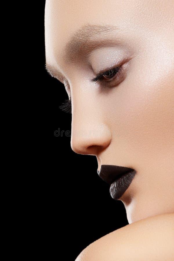 τα μαύρα στενά χείλια αποτ&ep στοκ εικόνες με δικαίωμα ελεύθερης χρήσης